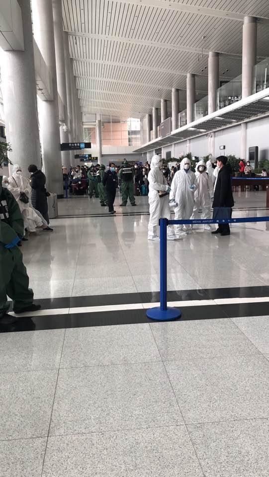 25일 중국 산둥성 웨이하이 공항에 검역이 강화된 모습. 이날 제주발 여객기로 도착한 한국인들은 중국 지방정부에 의해 격리됐다. [독자 제공]