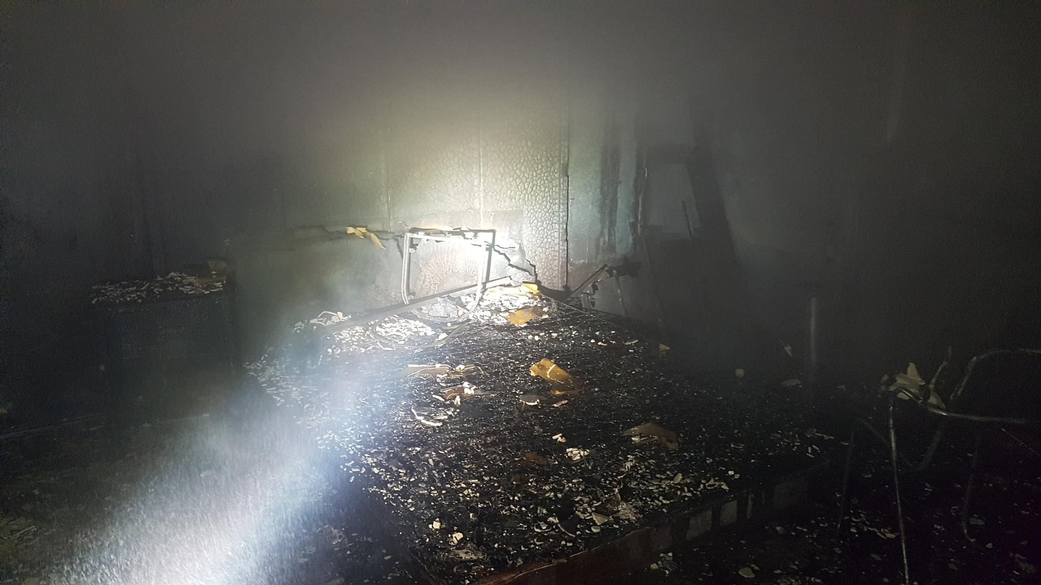 26일 오전 3시2분쯤 인천시 미추홀구 전체 9층짜리 모텔 건물 7층에서 불이 났다는 신고가 119로 접수돼 출동한 소방대원들이 진화작업을 벌였다. 사진 인천소방본부