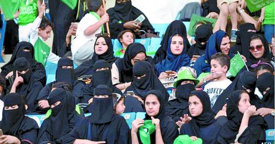18년 1월 여성의 스포츠 경기장 입장이 금지된 사우디에서 사상 처음으로 입장이 허용됐다. [AFP=연합뉴스]
