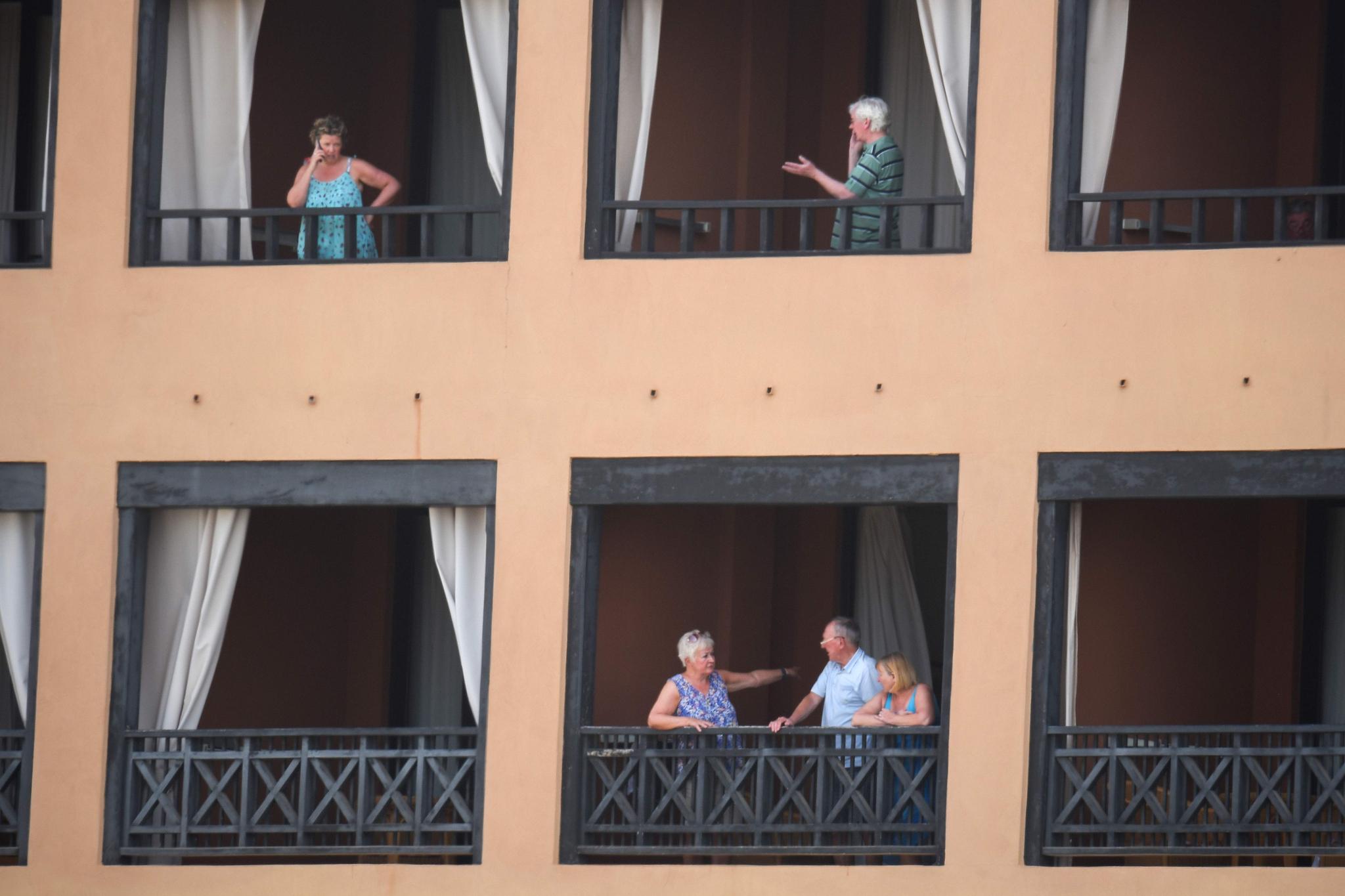[서소문사진관]투숙객 1000여 명 격리, 스페인 카나리 호텔 봉쇄...유럽 확산 코로나19