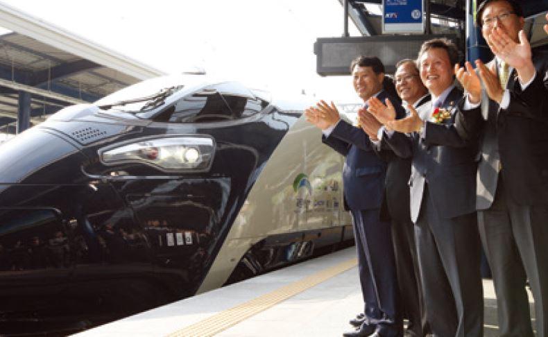 2012년 열린 초고속열차 해무의 출고식 장면. [중앙포토]