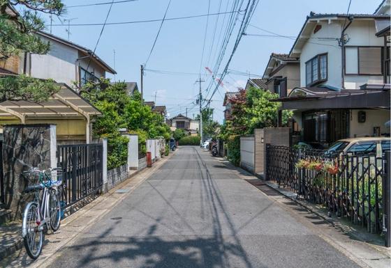 일본에 뼈를 묻겠다는 결심을 하고 나니 죽을 때까지 살아갈 집 상태가 보였다. 죽을 때가 되면 태어난 고향으로 돌아가려 했지만 이제 나는 지금 사는 집을 '오막살이 집 한 채'로 꾸미기 시작했다. [사진 Pxhere]