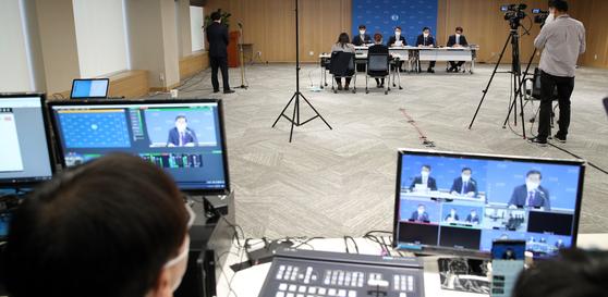 27일 서울 중구 한국은행에서 경제전망 설명회가 생중계 되고 있다. 한국은행 제공