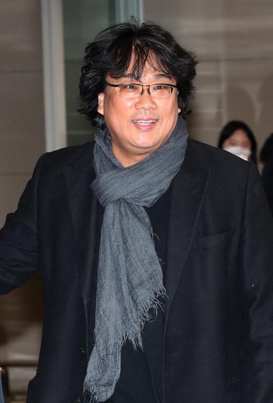 봉준호 감독이 16일 인천공항을 통해 입국하고 있다. 최정동 기자