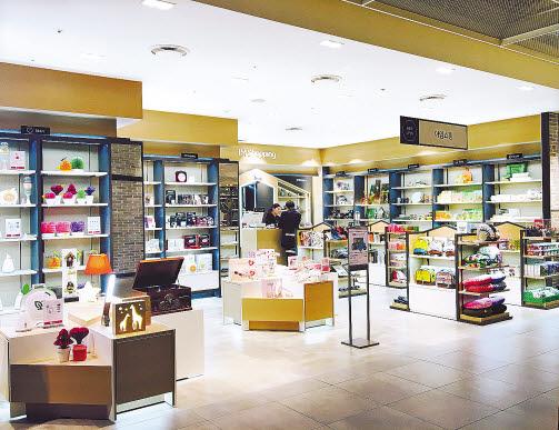 중소기업 제품 전용 매장 '아임 쇼핑'이 국내 백화점 중 최초로 입점한 현대백화점 판교점. 현대백화점이 매장 인테리어 비용을 전액 부담하고 마진도 최저 수준으로 책정했다. [사진 현대백화점그룹]