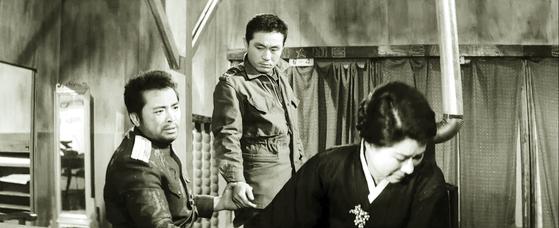 김기덕 감독의 '남과 북'(1965)은 한 여인을 두고 대립하는 남·북한 군인의 비극적 사랑을 다뤘다. 왼쪽부터 신영균·최무룡·엄앵란. [영화 캡처]