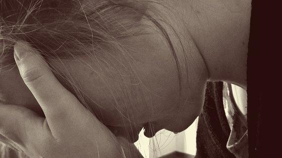 눈물은 미생물을 방어해 몸을 보호해 줄 뿐 아니라 우리의 감정을 반영하고 정화해 주는 좋은 기능도 있다. 실컷 울고 나면 마음이 안정된다. 그래서 눈물은 신이 인간에게 주신 선물이라고 한다. [사진 pixabay]