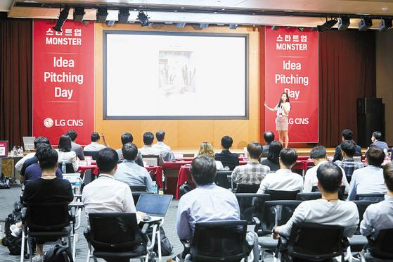 LG그룹은 협력사의 지속가능 경영 지원과 R&D·기술 등 근본적인 경쟁력 향상을 통한 상생에 힘쓰고 있다. 사진은 서울 마곡 LG사이언스파크에서 열린 LG CNS의 스타트업 지원 프로그램인 스타트업 몬스터 행사 전경. [사진 LG그룹]