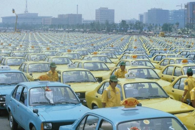 1983년 서울 여의도에서 열린 개인택시 발대식. [자료 서울사진아카이브]