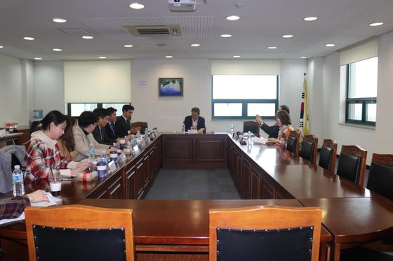 세종대 배덕효 총장(사진 가운데)이 주재한 세종대 LINC+ 사업추진위원회 모습