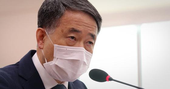 박능후 보건복지부 장관이 26일 국회에서 열린 법제사법위원회 전체회의에서 의원들의 질문에 답하고 있다. [연합뉴스]