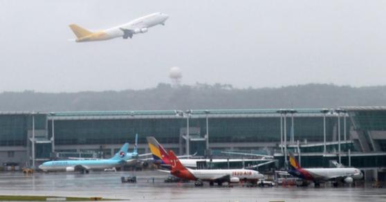 러시아 정부가 28일 코로나19 대응을 위해 모스크바를 통한 입국을 제외한 모든 한국발 항공편의 입국을 금지한다고 밝혔다. 중앙포토