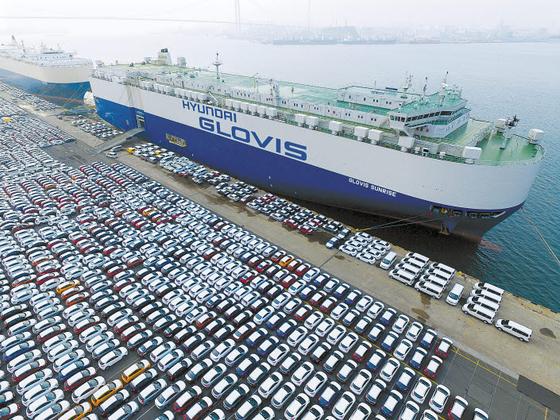 현대글로비스는 90척의 자동차 운반선과 60척의 벌크선 등 글로벌 규모의 선단을 운영해 지난해 역대 최대 매출을 기록했다. [사진 현대글로비스]