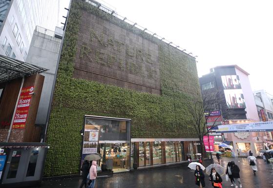 2004년부터 공시지가 1위 자리를 지켜온 서울 중구 충무로1가 네이처리퍼블릭 명동점. [연합뉴스]