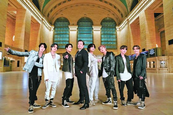 지난달 24일 '더 투나잇 쇼 스타링 지미 팰런'에 출연한 방탄소년단. [사진 Andrew Lipovsky/NBC]