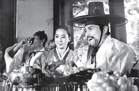 신상옥 감독의 '대원군'(1968)은 '연산군'(1962)을 잇는 한국 사극의 대표작이다. 김지미의 존재감도 돋보인다. [사진 한국영상자료원]
