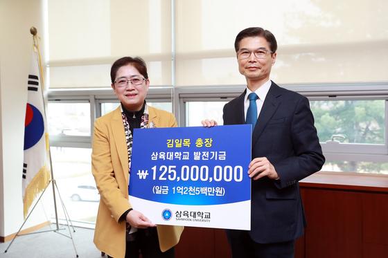 〈사진 - 오른쪽부터 김일목 삼육대 총장, 김정숙 대외협력처장〉