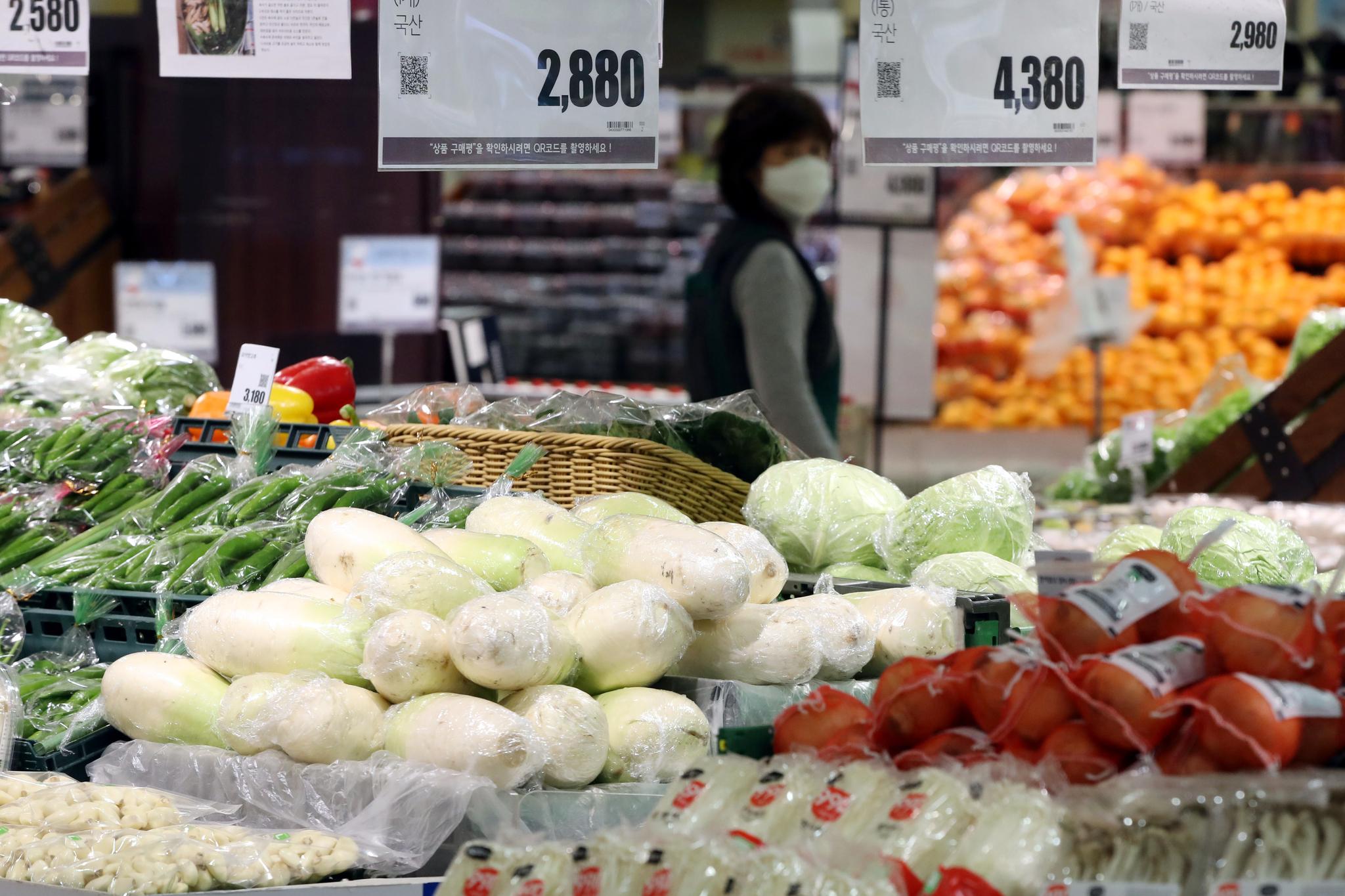 서울의 한 대형마트 채소매장. 뉴스1