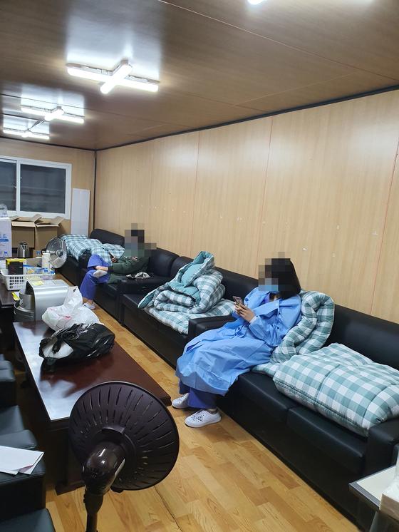 김미래 간호사가 파견된 근로복지공단 대구병원 휴게실에서 간호사들이 근무 후 휴식을 취하고 있다. [사진 김미래]
