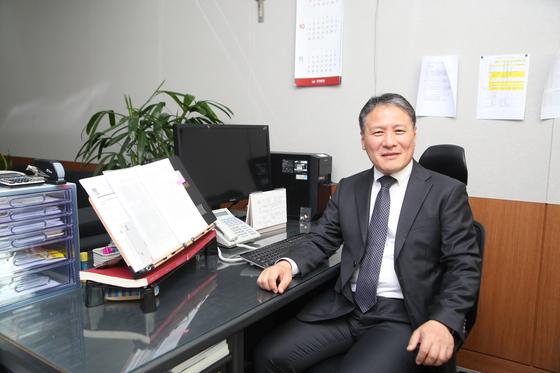 〈초대 편집위원장 황윤섭 교수〉