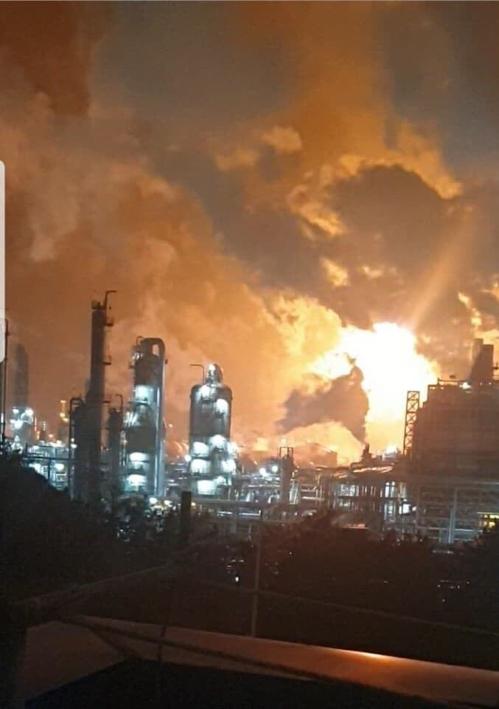 충남 서산시 롯데케미칼 대산공장에서 4일 오전 3시 무렵 폭발사고가 발생했다. 이 사고로 공장 근로자 31명 등이 다쳤다. 연합뉴스