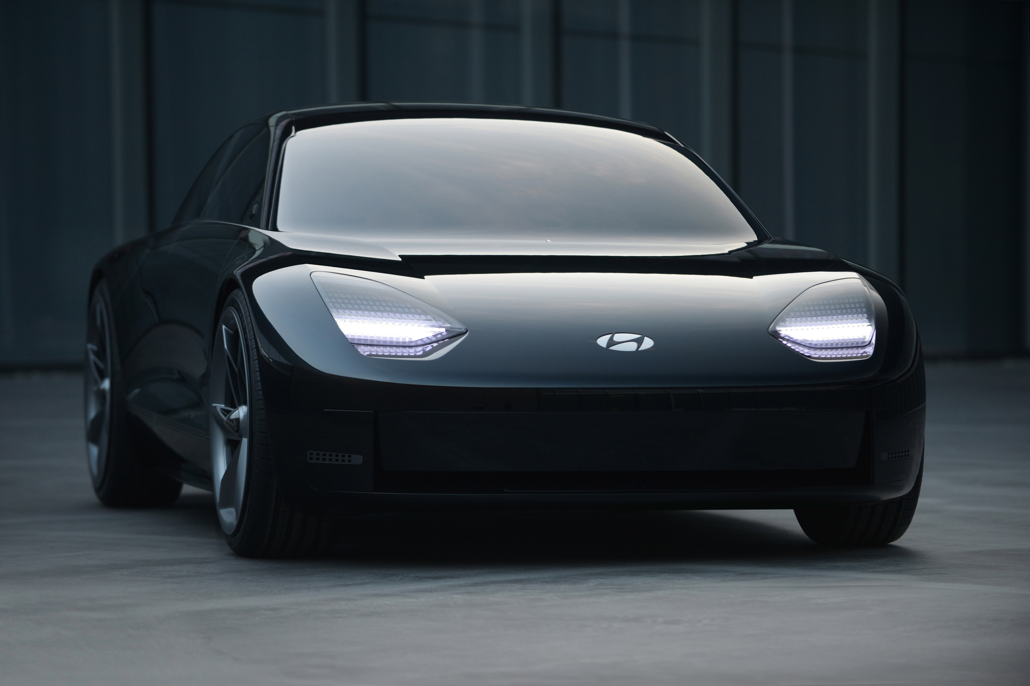 현대자동차는 제네바 모터쇼에서 공개하기로 했던 미래 전기 콘셉트카 '프로페시'를 온라인으로 공개했다. 사진 현대자동차