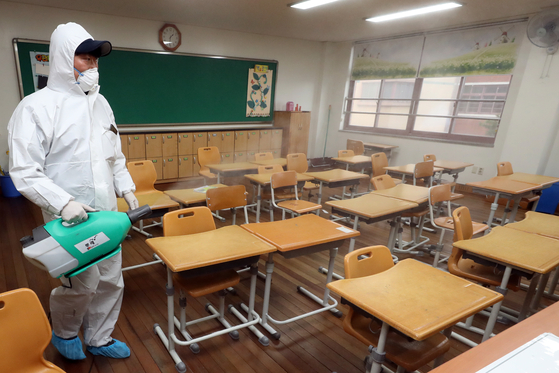 교실 방역. 연합뉴스