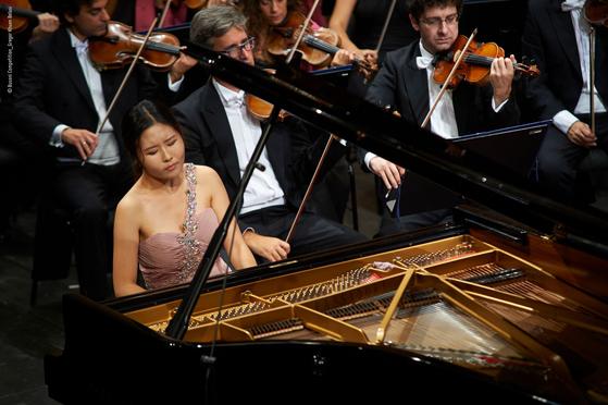 자연스러운 음악성으로 세계 무대에서 주목받고 있는 피아니스트 문지영. [사진 더브릿지컴퍼니]
