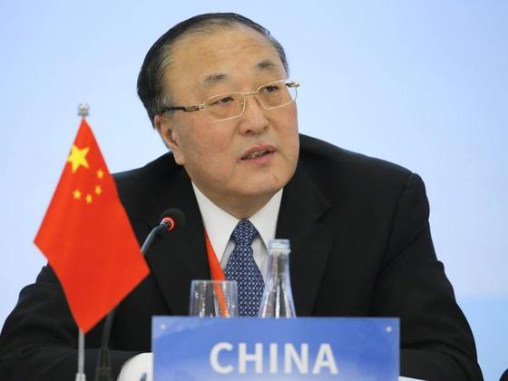 """장쥔 대사가 지난해 12월 18일 미국 뉴욕 유엔본부에서 """"북한에 대한 제재 완화가 필요하다""""고 말하고 있다. [유엔 홈페이지]"""