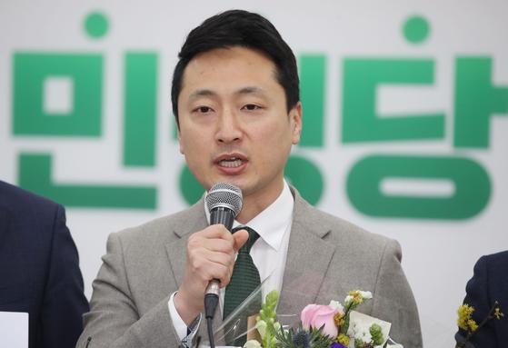 임한솔 정의사회구현센터 소장이 6일 오전 국회에서 열린 민생당 인재영입 환영식에서 인사말을 하고 있다. 연합뉴스