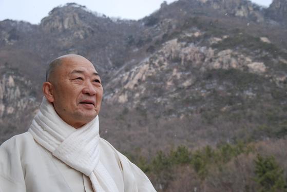 """대원 스님은 """"수좌들의 물음은 똑같다. '나는 누구인가'라는 물음이다. 그걸 알아야 우리가 자유롭고 행복하고 지혜롭게 살아갈 수가 있다""""고 말했다."""