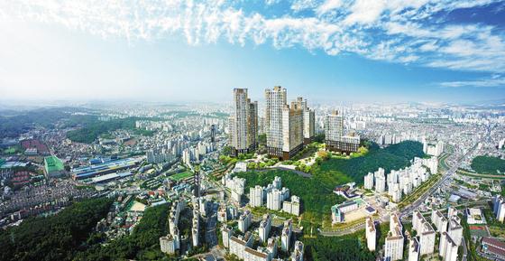 부동산 시장의 새로운 투자 유망지로 떠오르고 있는 서울 서남권에 공급 중인 오류동역트리플하임 조감도. 주변에 개발호재가 많아 향후 부동산 가격 상승 여지가 크지만 가격은 주변보다 저렴해 시세차익이 기대된다.