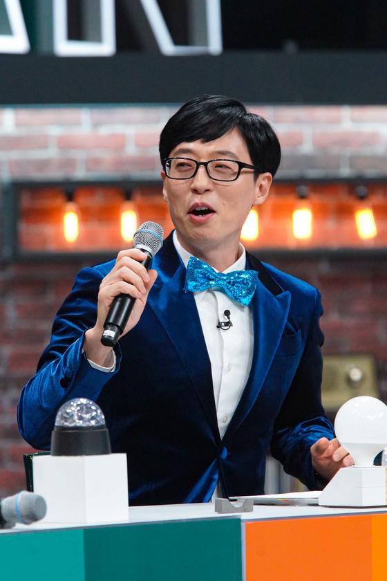 JTBC의 예능 프로그램 '슈가맨'을 진행하는 유재석. [사진 JTBC]