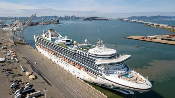 미국 오클랜드 항구에 도착한 크루즈 그랜드 프린세스. AFP=연합뉴스