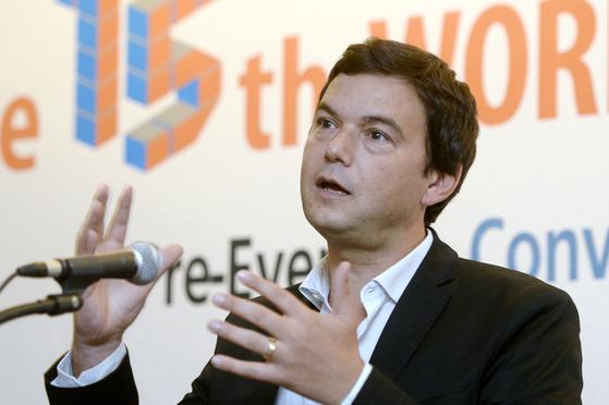 2014년 방한해 기자회견을 하는 토마 피케티 교수. 그의 2013년작 『21세기 자본』은 세계적으로 큰 반향을 불렀다. [뉴스1]