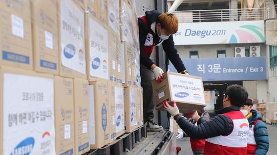 희망브리지와 삼성이 대구, 경북지역에 아동용 마스크를 지원했다.
