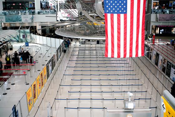 9일(현지시간) 뉴욕 존 F 케네디 국제공항의 텅 빈 모습. [로이터=연합뉴스]