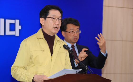 8일 브리핑 하는 김경수 경남지사. [사진 경남도]