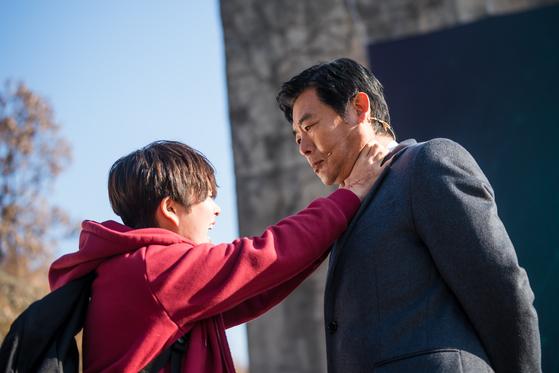 드라마 '방법'에서 백소진(정지소)이 복수를 위해 진종현 회장(성동일)을 찾아간 장면. [사진 tvN]