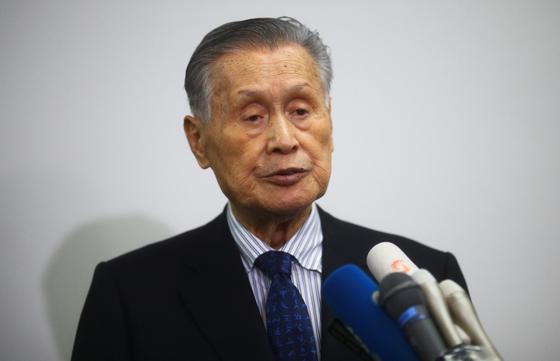모리 요시로 2020도쿄올림픽·패럴림픽 조직위원장이 11일 기자회견에서 질문에 답하고 있다. [로이터=연합뉴스]
