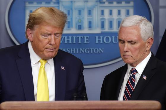 도널드 트럼프 미국 대통령과 마이크 펜스 미국 부통령. AP=연합뉴스