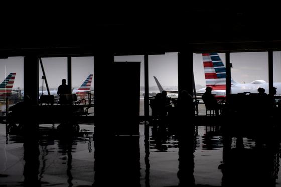 미국 국무부는 11일(현지시간) 미국인들에게 해외 여행을 자제하라는 여행 권고 3단계 '여행 재고'를 발령했다. [AFP=연합뉴스]