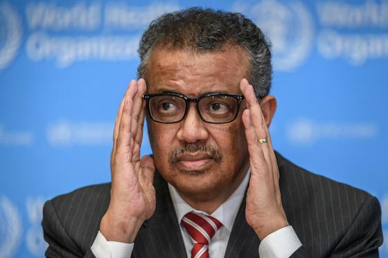 세계보건기구(WHO)의 테드로스 아드하놈 게브레예수스 사무총장이 11일(현지시간) 스위스 제네바에서 열린 코로나 언론 브리핑에 참석해 '팬데믹'(세계적 대유행)을 선언했다. [연합뉴스]