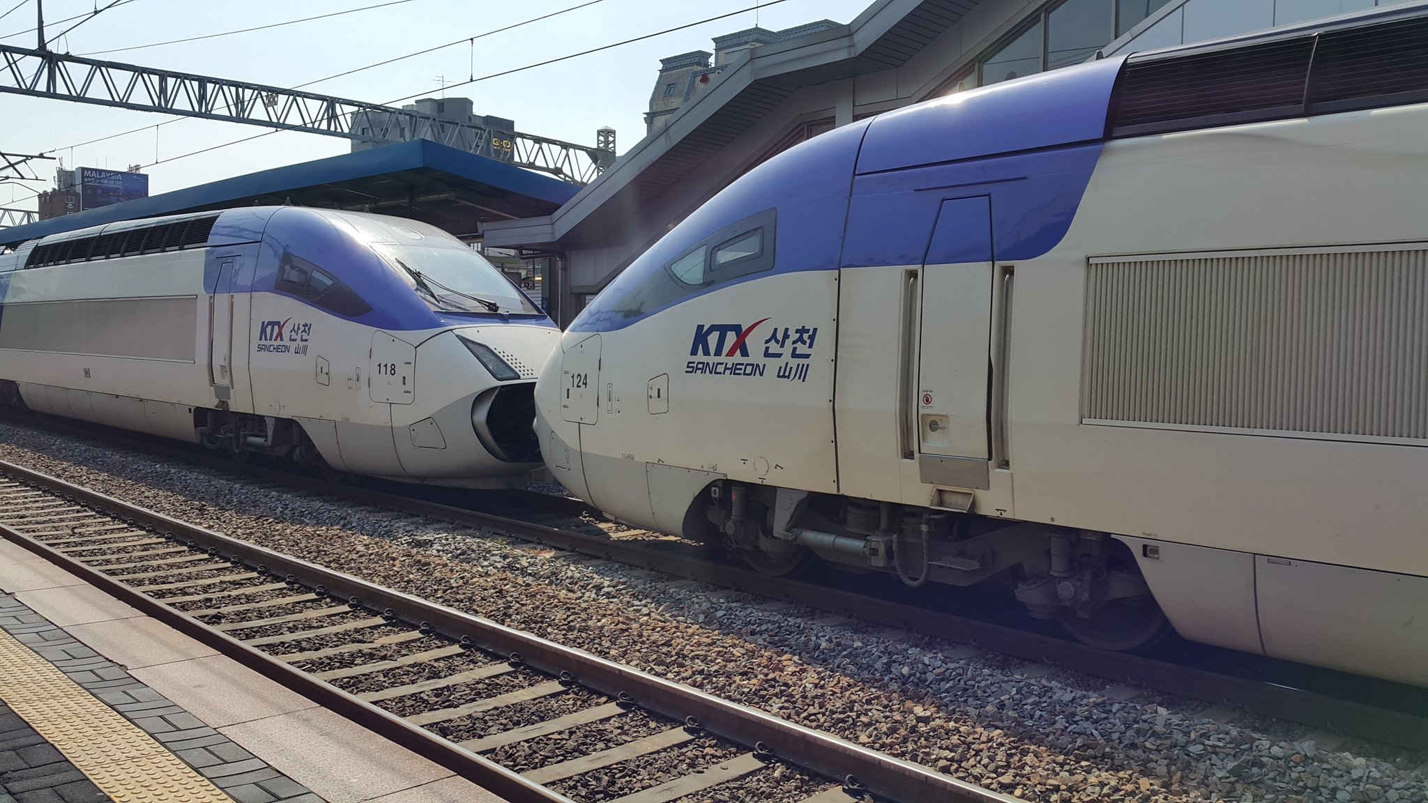 KTX-산천 두 열차를 하나로 연결한 '중련'편성. [사진 코레일]