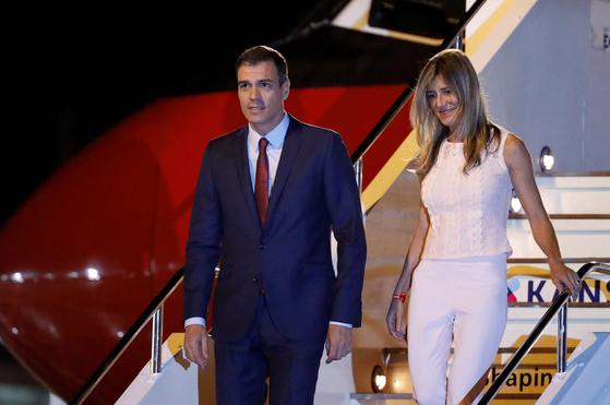페드로 산체스 스페인 총리와 부인인 마리아 베고나 고메스 페르난데스 여사. 로이터=연합뉴스