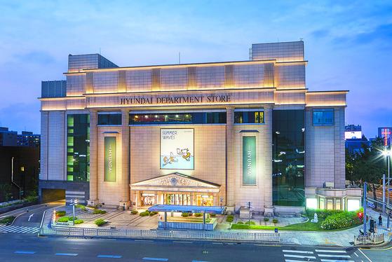 현대백화점이 협력사 지원 등을 위해 총 75억원의 기금을 마련했다고 15일 밝혔다. 사진은 현대백화점.