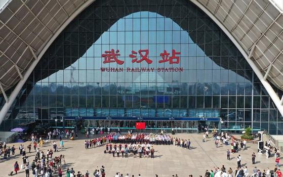 중국은 신종 코로나와의 싸움에서 인구 1100만의 우한시를 완전 봉쇄하는 극약 처방으로 일단 통제에 성공했다는 평가를 받고 있다. [중국 바이두 캡처]