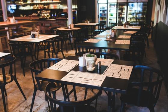 상품 자체의 품질(quality)뿐 아니라 상품구색에도 중요한 의미가 있다는 것은 알아두어야 한다. 또한 식당경영에 대해서 식당에 대한 전통적 발상 보다는 파괴적 발상이 중요하다. [사진 pexels]