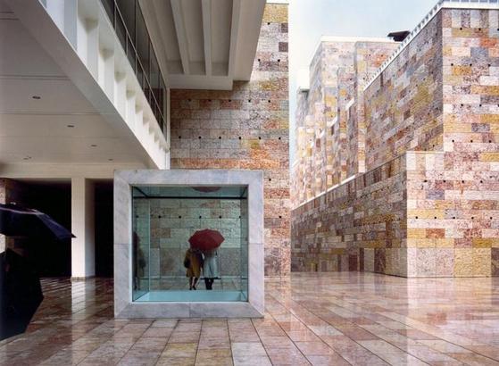 그레고티가 마누엘 살가도와 함께 설계한 포르투갈의 벨렘 문화센터.[ Photo via EU Mies Prize]