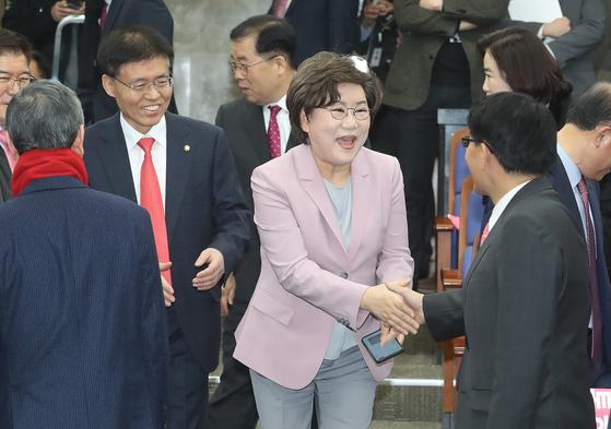 이혜훈 미래통합당 의원이 18일 오전 서울 여의도 국회에서 열린 의원총회에 참석하고 있다. 뉴스1